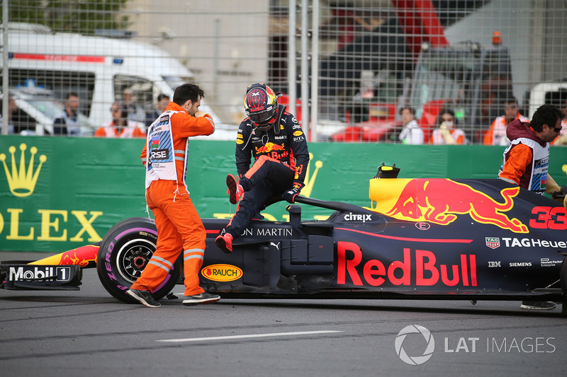 El auto chocado de Max Verstappen, Red Bull Racing RB14