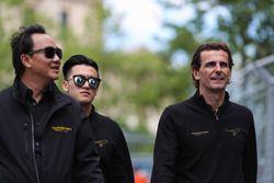 Guanyu Zhou, Renault e.Dams, fait le tour du circuit à pied