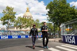 Nicolas Prost, Renault e.Dams, fait le tour du circuit à pied