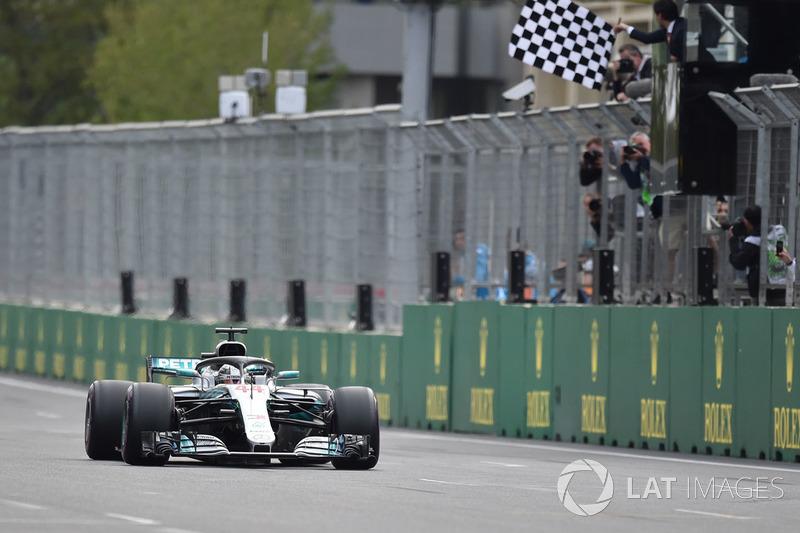 Na corrida, Vettel errou a freada, perdeu posições e cruzou a linha de chegada em quarto. Bottas teve um pneu furado enquanto liderava e abandonou. Já Hamilton, conquistou sua primeira vitória na temporada e tomou a liderança do campeonato das mãos de Vettel.