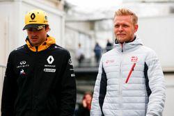 Carlos Sainz Jr., Renault Sport F1 Team, Kevin Magnussen, Haas F1 Team