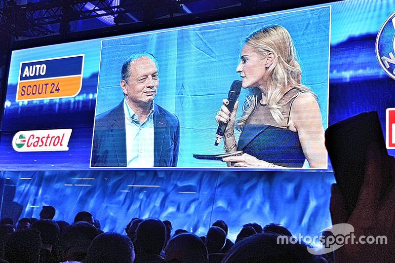 Fréderic Vasseur, CEO e team principal del Sauber F1 Team, con la presentatrice Christa Rigozzi