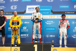 Podium: le vainqueur Mehdi Bennani, Sébastien Loeb Racing, Citroën C-Elysée WTCC, deuxième place Tom Coronel, Roal Motorsport, Chevrolet RML Cruze TC1, troisième place Ryo Michigami, Honda Racing Team JAS, Honda Civic WTCC