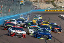 Мэтт Кенсет, Joe Gibbs Racing Toyota и Мартин Труэкс-мл., Furniture Row Racing Toyota