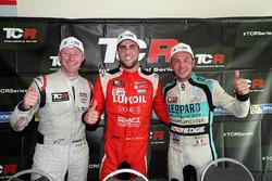 Победитель Пепе Ориола, Lukoil Craft-Bamboo Racing, второе место – Гордон Шедден, третье место – Жан