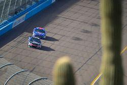 Кейси Кейн, Hendrick Motorsports Chevrolet и Эрик Алмирола, Richard Petty Motorsports Ford