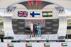 Podium: racewinnaar Niko Kari, Arden International, tweede plaats George Russell, ART Grand Prix, de
