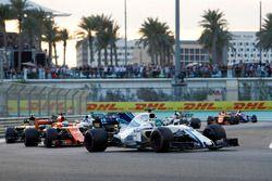 Felipe Massa, Williams FW40 voor Fernando Alonso, McLaren MCL32, Carlos Sainz Jr., Renault Sport F1