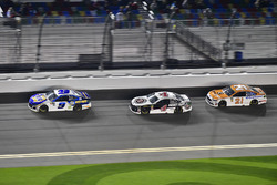Chase Elliott, Hendrick Motorsports Chevrolet Camaro, Kevin Harvick, Stewart-Haas Racing Ford Fusion