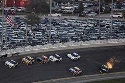 Brendan Gaughan, Beard Motorsports Chevrolet Camaro en William Byron, Hendrick Motorsports,AXALTA Ch
