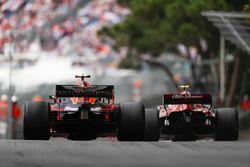 Charles Leclerc, Sauber C37, voor Max Verstappen, Red Bull Racing RB14