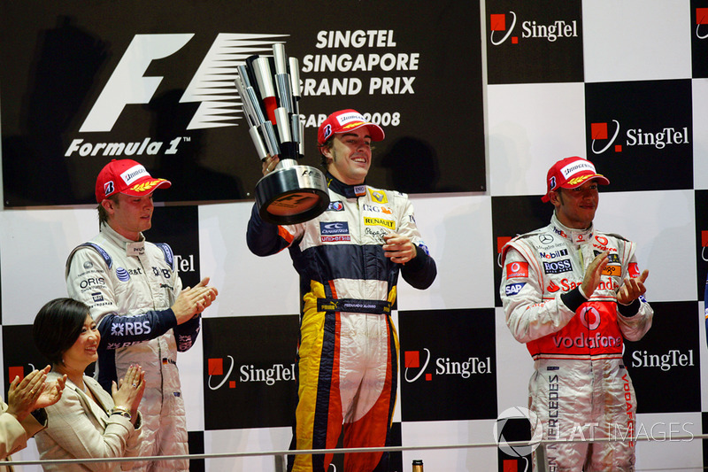 Nico Rosberg, Williams FW30 Toyota, 2nd position, Fernando Alonso, Renault R28, 1st position, and Le
