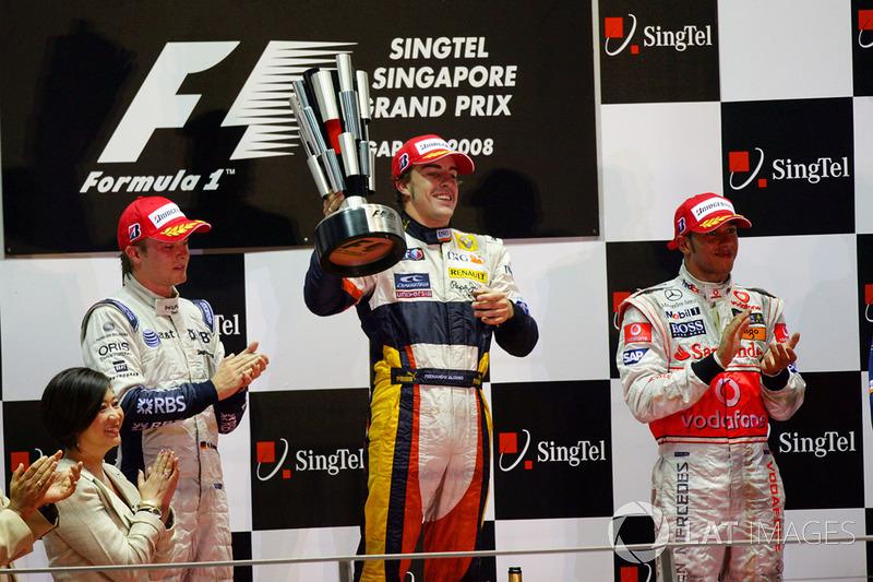 GP de Cingapura 2008 – De volta à Renault, Alonso conquistou sua primeira vitória no ano após a manipulação do GP de Cingapura, pelo acidente proposital de Nelsinho Piquet.