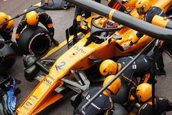 Stoffel Vandoorne, McLaren MCL33, maks a pit stop
