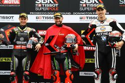 Ganador de la pole Tom Sykes, Kawasaki Racing, segundo Jonathan Rea, Kawasaki Racing, tercero Loris Baz, Althea Racing