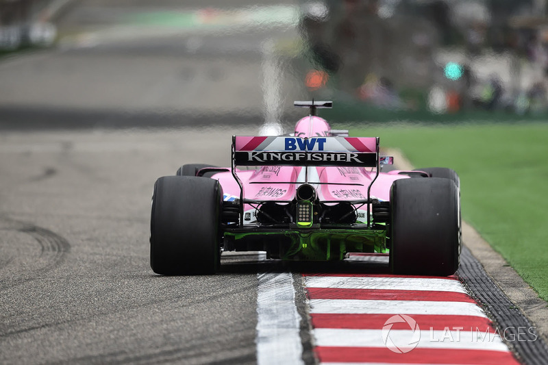 Sergio Perez, Force India VJM11 with aero paint on rear diffuser