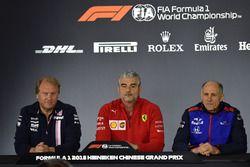 Robert Fernley, directeur adjoint de Force India, Maurizio Arrivabene, directeur de Ferrari et Franz Tost, directeur de Toro Rosso, en conférence de presse