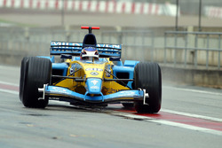 Heikki Kovalainen, Renault RS23 ile olan testinin ardından geri dönüyor