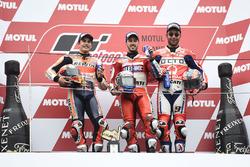 Подиум: победитель Андреа Довициозо, Ducati Team, второе место – Марк Маркес, Repsol Honda Team, тре