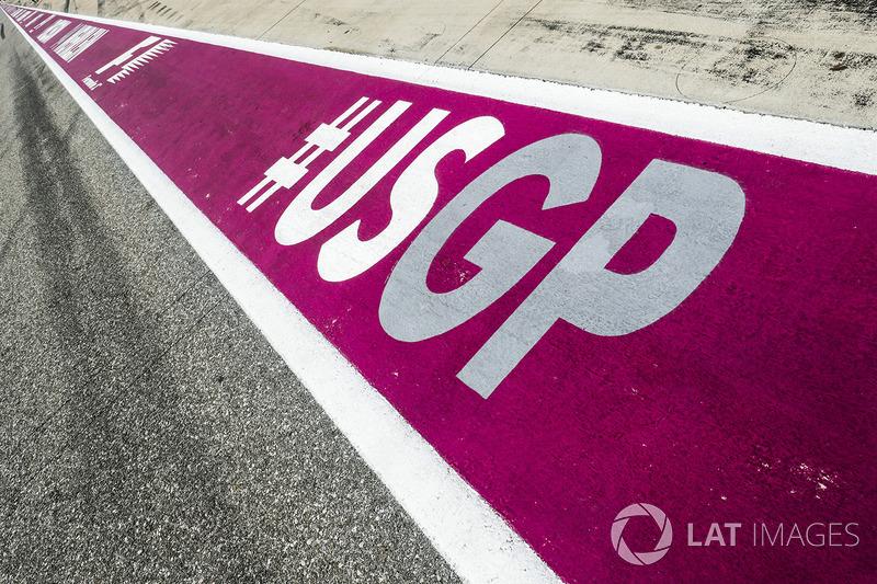 Logo USGP sulla superficie della pit lane