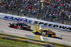 Clint Bowyer, Stewart-Haas Racing Ford and Matt Kenseth, Joe Gibbs Racing Toyota