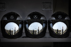 Casques des mécaniciens Mercedes