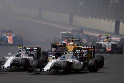 Старт гонки: Фелипе Масса и Валттери Боттас, Williams FW38 Mercedes, Карлос Сайнс-мл., Scuderia Toro