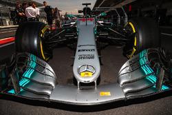 Dettaglio del naso e dell'ala anteriore della monoposto di Lewis Hamilton, Mercedes-Benz F1 W08