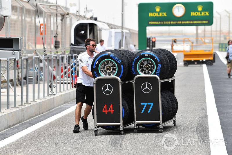 Mercedes AMG F1 Mecánico con neumáticos Pirelli