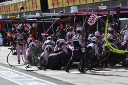 Sergio Pérez, Force India VJM11 pit stop