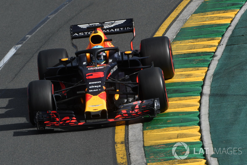 Даниэль Риккардо финишировал четвертым и снова остался без подиума в домашнем Гран При. Формально австралиец был на нем в 2014 году, но тогда после гонки его дисквалифицировали