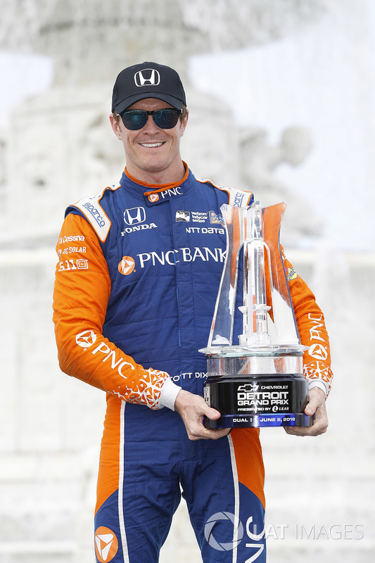 Winner Scott Dixon, Chip Ganassi Racing Honda celebra en Victory Lane