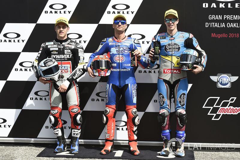 Ganador de la pole Mattia Pasini, Italtrans Racing, segundo lugar Marcel Schrotter, Dynavolt Intact GP, tercer lugar Alex Márquez, Marc VDS