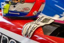Шлем и перчатки Тристана Гомменди