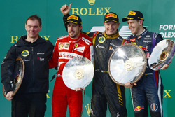Podium : Alan Permane, ingénieur de course Lotus F1, le second Fernando Alonso, Ferrari, le vainqueur Kimi Raikkonen, Lotus F1 Team, le troisième Sebastian Vettel, Red Bull Racing