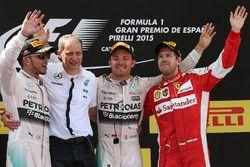 Podium: race winner Nico Rosberg, Mercedes AMG F1, second place Lewis Hamilton, Mercedes AMG F1, third place Sebastian Vettel, Ferrari, Tony Ross, Mercedes AMG F1 Race Engineer