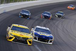 Chase Elliott, Hendrick Motorsports, Chevrolet Camaro NAPA Auto Parts and Daniel Suarez, Joe Gibbs Racing, Toyota Camry STANLEY