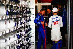 Pierre Gasly, Toro Rosso, se prepara para la carrera con sus colegas