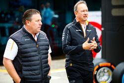 Zak Brown, directeur exécutif du McLaren Technology Group, et Jonathan Neale, directeur général de McLaren