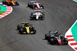 Kevin Magnussen, Haas F1 Team VF-18, Carlos Sainz Jr., Renault Sport F1 Team R.S. 18, Charles Leclerc, Sauber C37, Esteban Ocon, Force India VJM11, Fernando Alonso, McLaren MCL33