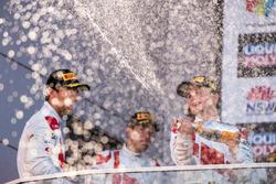 Podium: racewinnaars Robin Frijns, Stuart Leonard, Dries Vanthoor, Audi Sport Team WRT vieren feest