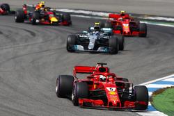 Себастьян Феттель, Ferrari SF71H, лідирує