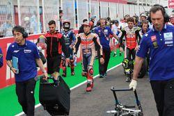 Marc Marquez, Repsol Honda Team, Cal Crutchlow, Team LCR Honda, lasciano la griglia