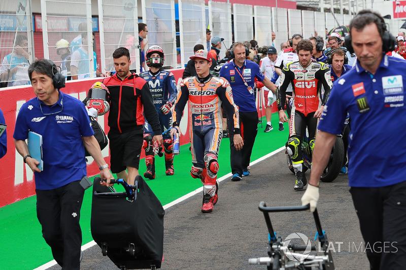 Marc Marquez, Repsol Honda Team, Cal Crutchlow, Team LCR Honda, meninggalkan grid