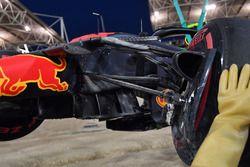 La voiture accidentée de Max Verstappen, Red Bull Racing RB14