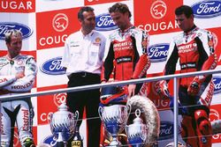 Podio: il vincitore della gara Carl Fogarty, Ducati