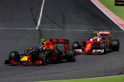 Макс Ферстаппен, Red Bull Racing RB12, и Кими Райкконен, Ferrari SF16-H