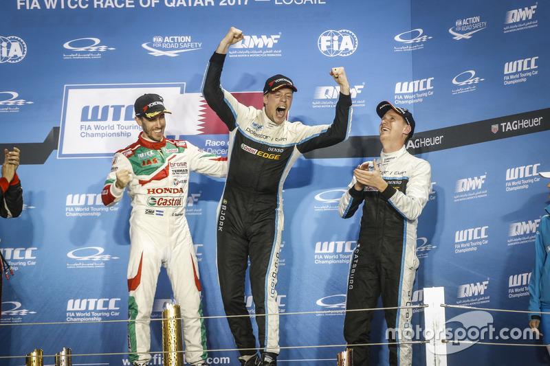 Подиум: чемпион мира Тед Бьорк, Polestar Cyan Racing