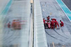 Sebastian Vettel, Ferrari SF70H, rentre au stand