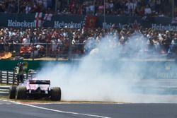 Sergio Perez, Force India VJM11, en tête-à-queue au départ